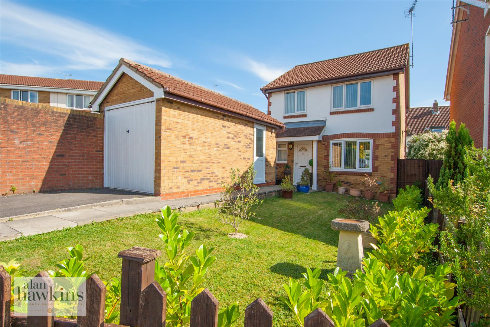 3 Bedrooms Detached House for sale in Otter Way, Royal Wootton Bassett